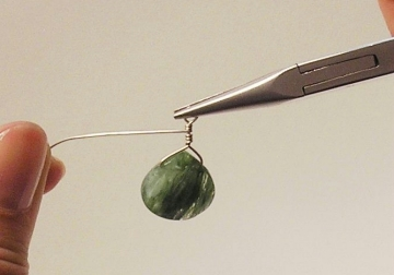 Photo of how to wire wrap a briolette