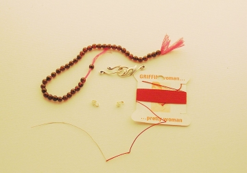 How to string beads and how to knot
