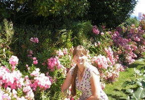 Lorri in Portland Oregon Rose Garden